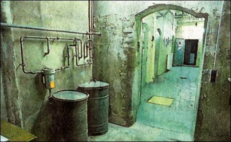 Gespenstisch anmutende Umgebung in den Katakomben des alten Polizeigefängnisses.